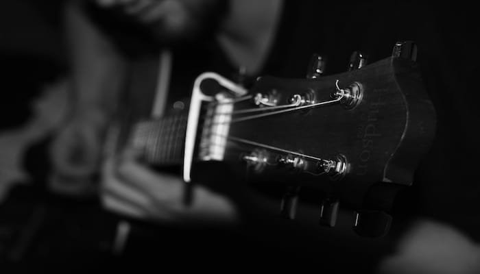 Picture of a guitar capo